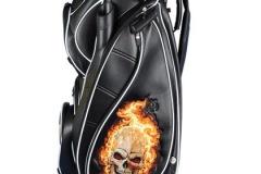 Golfbag mit Totenkopf in Flammen