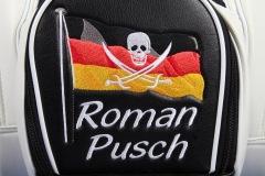 Golfbag mit Deutschlandflagge und Totenkopf