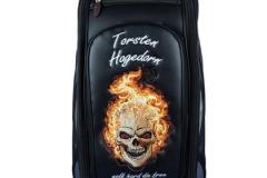 "Golfbag Typ Tourbag ""Totenkopf in Flammen"""