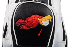 Golfbag / Cartbag: Vogel mit fallendem Tee